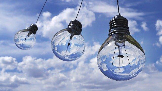 青空と電球