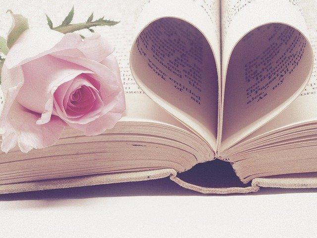 バラの花&ハート型書籍