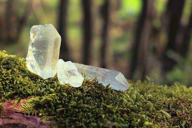 crystals-5047732_640
