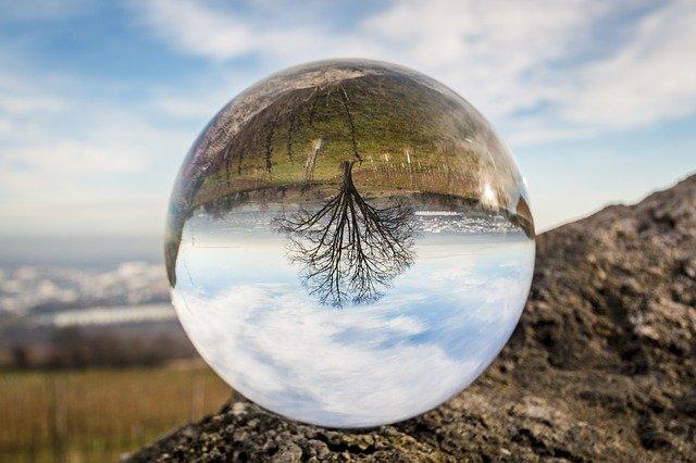 glass-ball-1547291_640