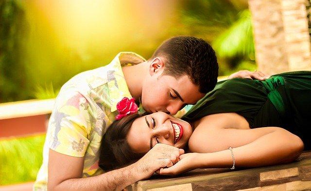 couple-1612679_640