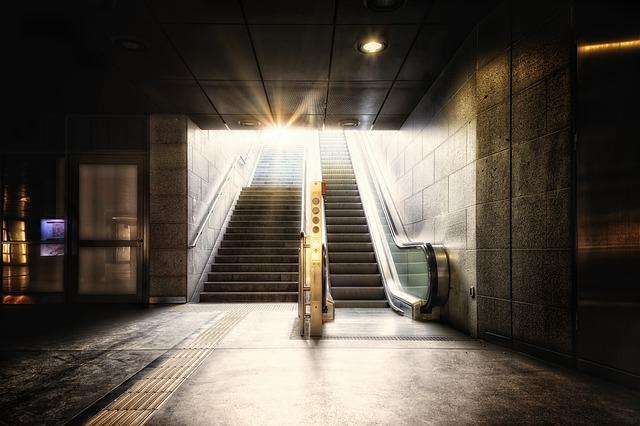 metro-5090928_640