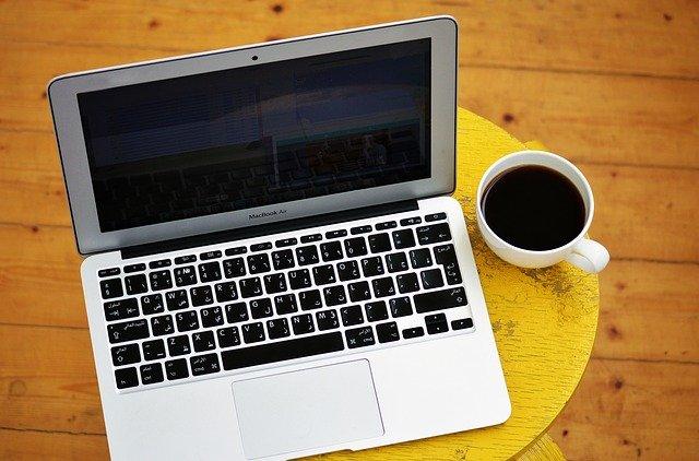 laptop-gcad8067a9_640