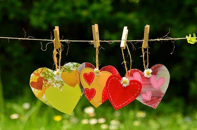 hearts-1450300_640