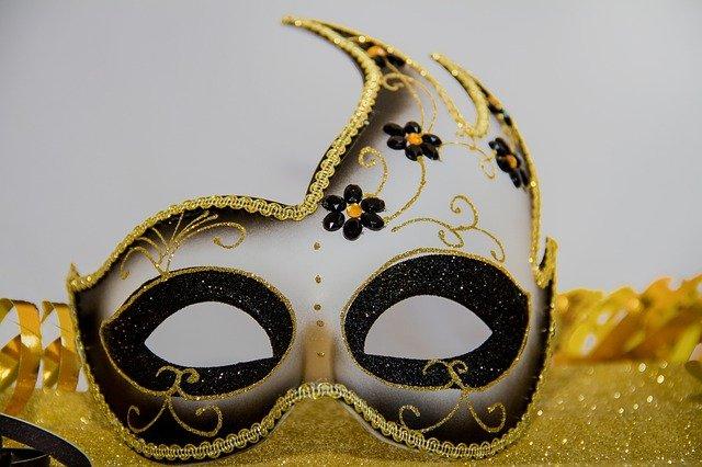 carnival-3075872_640